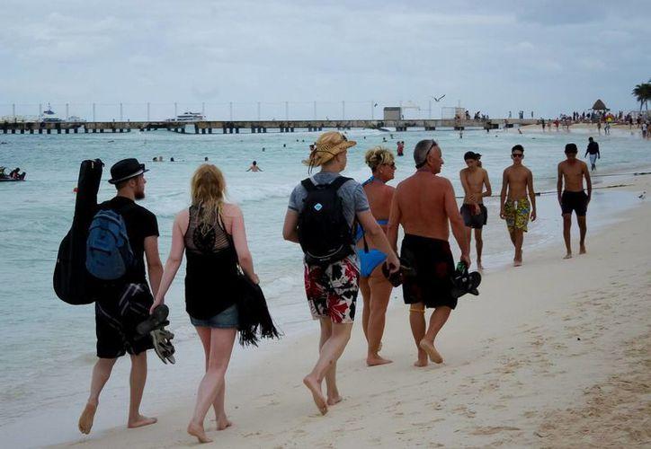 Cifras de la Organización Mundial de Turismo revelan que en 2015 México se posicionó en el noveno lugar en llegada de turistas internacionales. Imagen de turistas en Cancún, Quintana Roo, uno de los destinos preferidos. (Archivo/Notimex)
