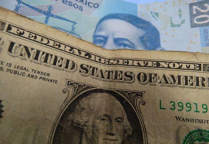 Los bancos disminuyen el precio del dólar tras el anuncio de varias medidas monetarias y cambiarias en México. (SIPSE)