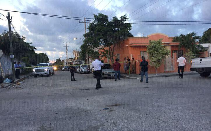 El oficial vial viajaba en su auto Jetta, cuando fue alcanzado por sus agresores. (Foto: Eva Murillo)