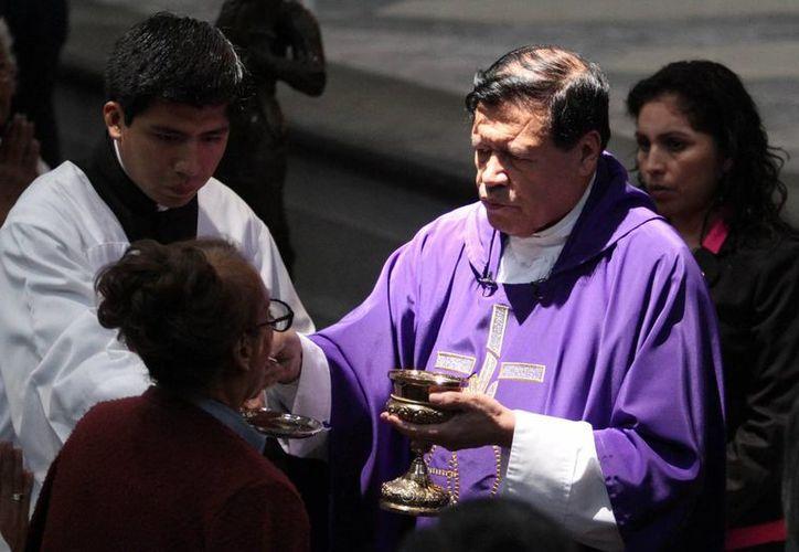 En su homilía en la Catedral metropolitana, el cardenal Norberto Rivera enfatizó que 'vivir ha sido y seguirá siendo la máxima aspiración de todo ser humano: vivir lo más y lo mejor posible'. (Notimex)
