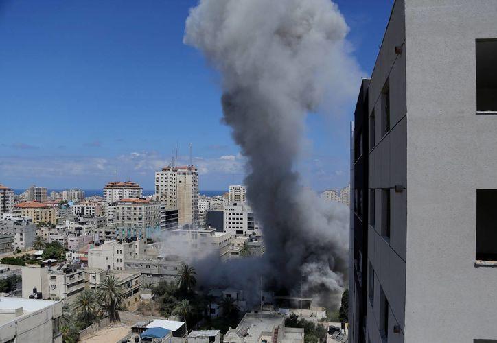 Cada vez son más intensos los bombardeos israelíes en la Franja de Gaza. (Foto: AP)