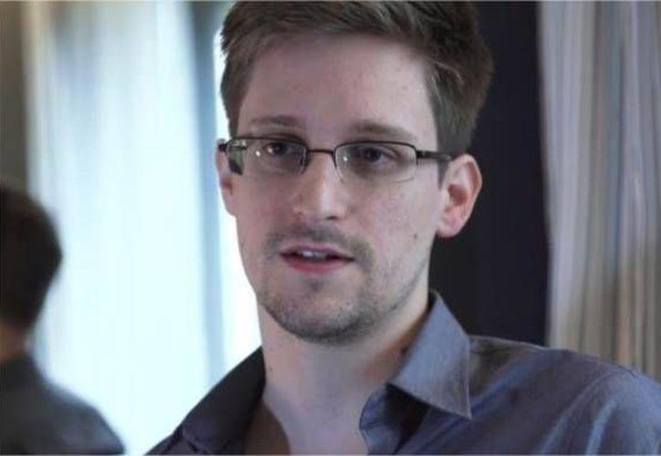 Los documentos extraídos por Snowden, actualmente refugiado en Rusia, ponen además en peligro la seguridad de las tropas de Estados Unidos, según legisladores. (Internet)
