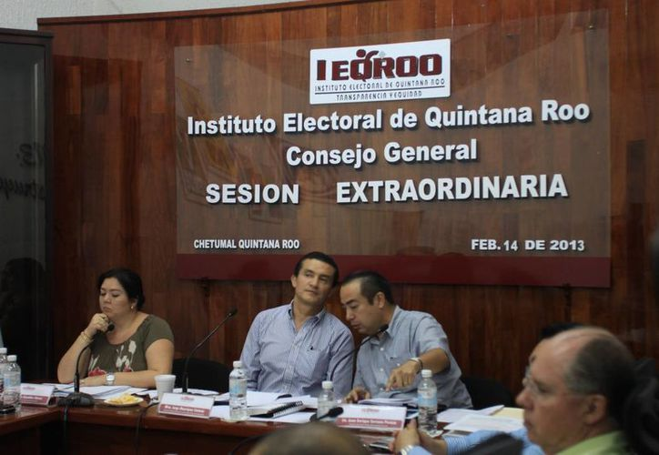 El consejero presidente del Ieqroo, Jorge Manríquez Centeno, será quien gire el oficio correspondiente al registro federal de electores del IFE. (Juan Palma/SIPSE)