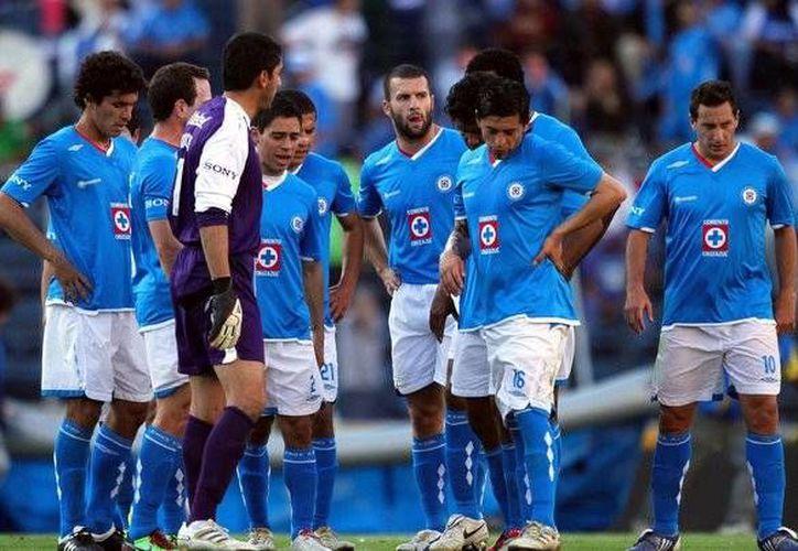 Cruz Azul no ha podido ganar el título del futbol mexicano, desde 1997, cuando venció al Club León, con gol de Carlos Hermosillo.(Archivo/Notimex)