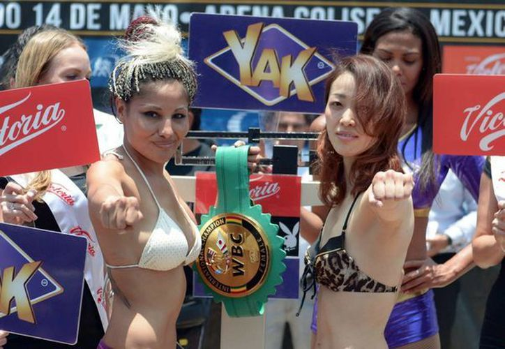 Tras realizarse la tradicional ceremonia de pesaje, Mariana Juárez y Tamao Ozawa se declararon listas para subir al ring este sábado en la Arena Coliseo. (Notimex/Cortesía Promociones del Pueblo
