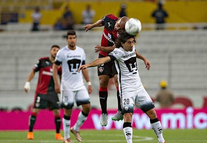 Atlas y Pumas empataron a un gol en la cuarta jornada de la Liga MX, la noche de este sábado en el Estadio Jalisco. (Imágenes de Mexsport)