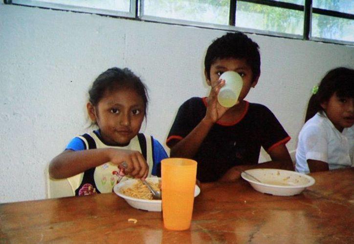 Los desayunos escolares son parte de la estrategia contra la desnutrición infantil. (Milenio Novedades)
