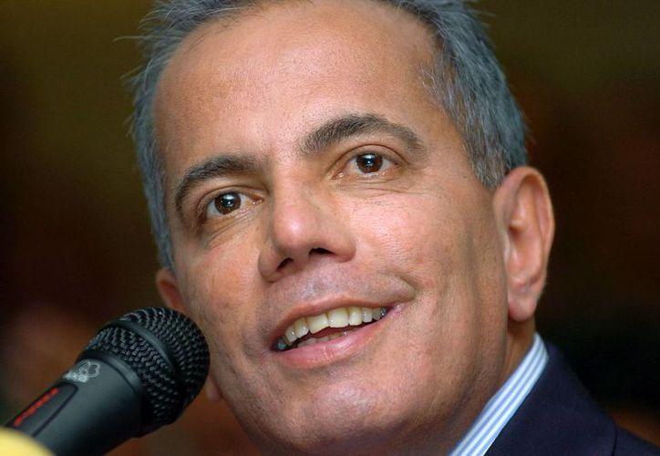 Fotografía de archivo del 5 de diciembre de 2006 del líder venezolano de oposición Manuel Rosales durante una conferencia de prensa en Caracas. (AP/Gregorio Marrero)