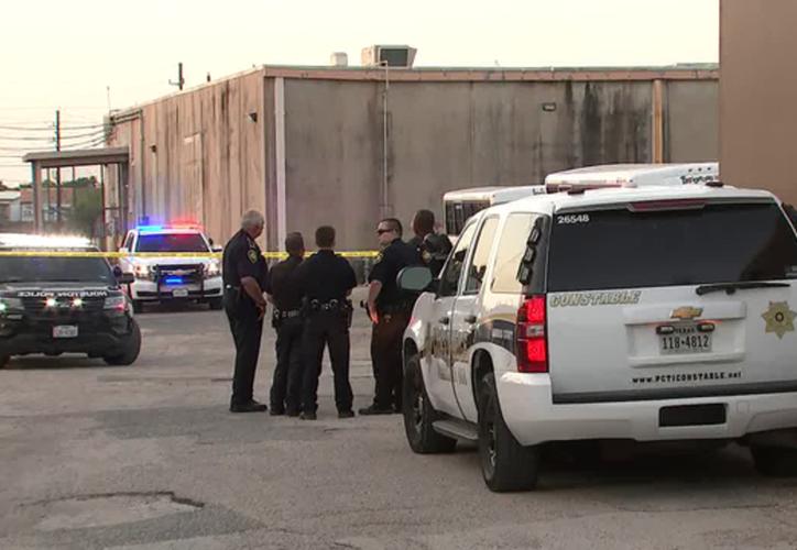 Agentes del Condado de Harris en la escena de los hechos. (Foto: Telemundo)