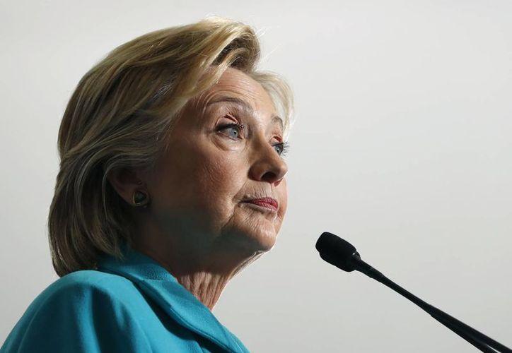 Hillary Clinton podría visitar México si acepta la invitación del gobierno mexicano. (AP/Carolyn Kaster)