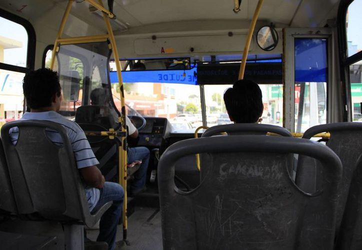 Regidores capitalinos han establecido en cinco pesos la tarifa sugerida para el transporte urbano. (Harold Alcocer/SIPSE)