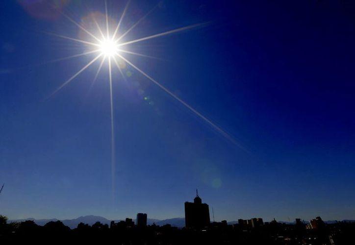 Cerca de 500 mil viviendas residenciales podrían recurrir al uso de energía generada por tecnología fotovoltaica con el aprovechamiento del sol. (Archivo/Notimex)