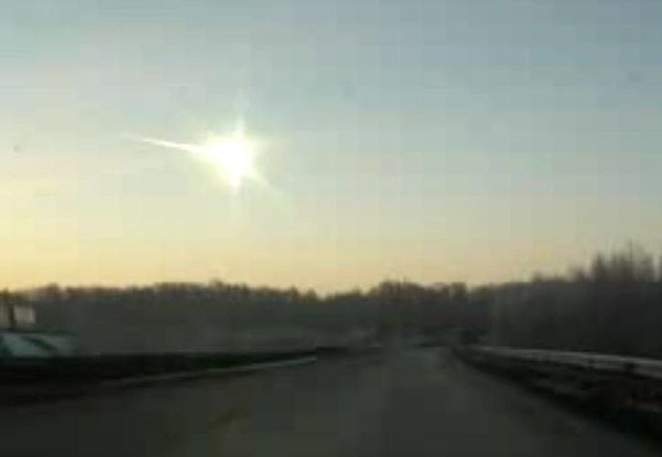 El estallido del meteorito causó   que se rompieran ventanas, lesionando a varios habitantes. (Foto: Youtube)