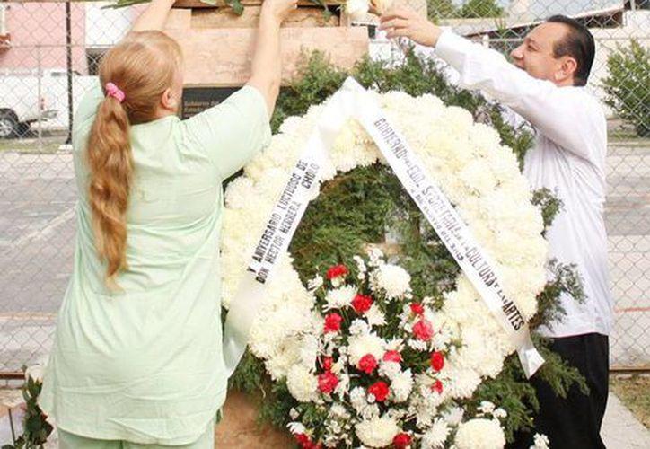 En el marco de la ofrenda floral por el 5o aniversario de la muerte de Héctor Herrera 'Cholo', se informó que, cada año, en Yucatán se invierten hasta 25 mdp en el teatro regional. (Oficial)