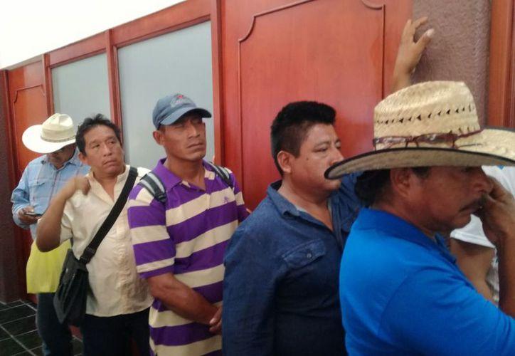 Campesinos del ejido Aarón Merino Fernández demandarán penalmente el hecho de que sus nombres fueron usados ilegalmente en un programa de la Sedaru. (Benjamín Pat/SIPSE)