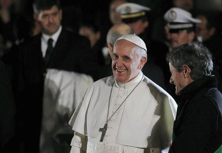Según el obispo de Roma, la imagen grabada en el lienzo revela el corazón de los hombres. (EFE)