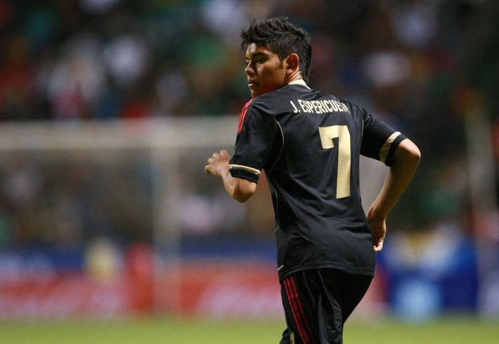 El jugador mexicano Jonathan Espericueta es el nuevo compañero de Gio Dos Santos y Javier Aquino en el Villarreal de España. (Archivo)