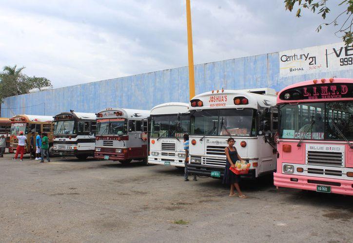 Los turistas del vecino país arribaron a la ciudad para disfrutar de los principales atractivos y otros para consultas médicas. (Joel Zamora/SIPSE)