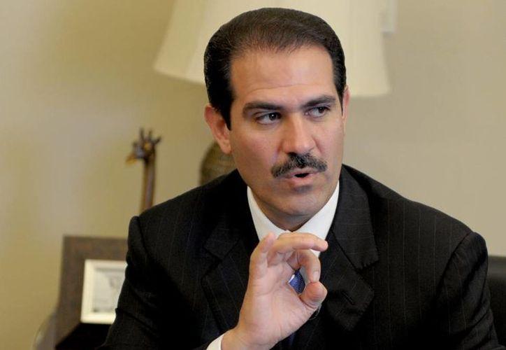 Guillermo Padrés es buscado por autoridades federales e internacionales señalado por fraude fiscal y malversación de fondos de miembros de su gabinete. (somosvoz.com)