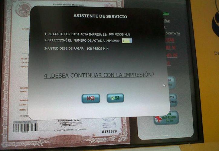 Estrategia Digital Nacional dará prioridad a los trámites que se realizan en el registro civil. En la imagen, un módulo de impresión de actas de nacimiento en una plaza comercial de Morelia, Michoacán. (mexatua.com)