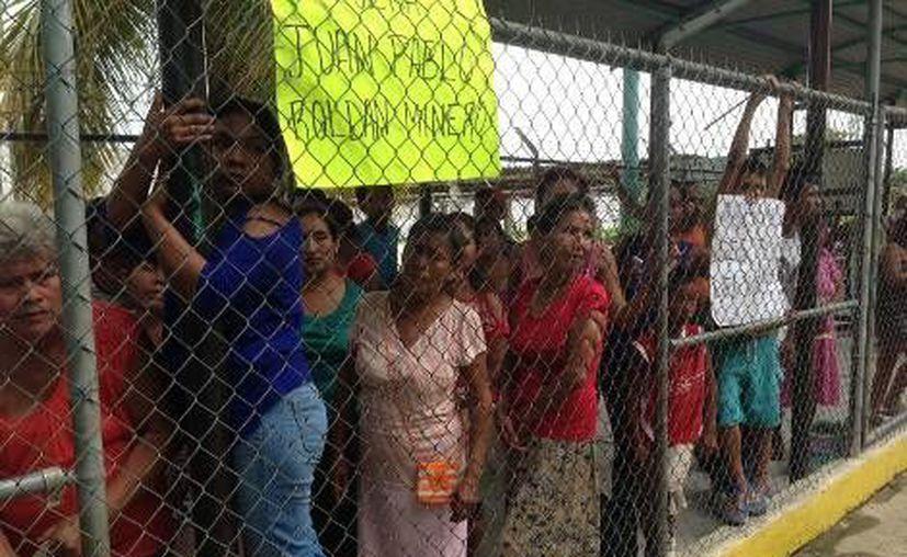 Familiares de los internos no pudieron ingresar a visitarlos. (Daniel Cruz/MILENIO)