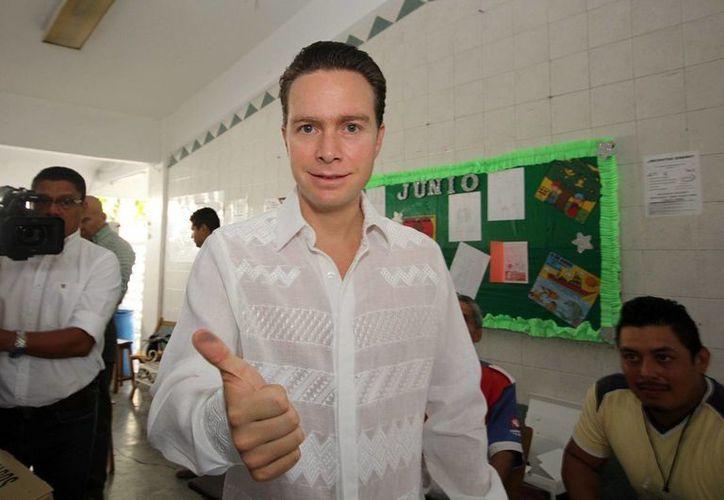 En 2014 se creó Mover a Chiapas, el cual apoyó el gobernador de ese  estado, Manuel Velasco. Imagen del momento en que votó en las pasadas elecciones. (Archivo/Notimex)