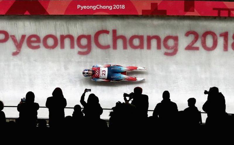 Atleta olímpica sufre accidente al perder el control de su Trineo