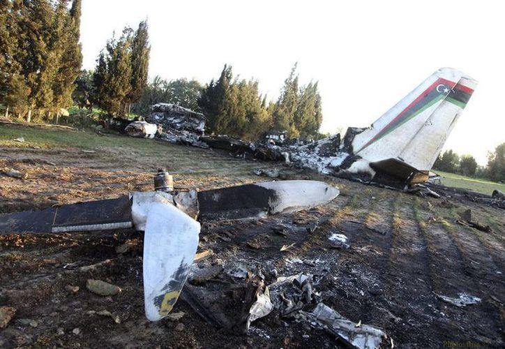 Restos de la areonave 'ambulancia' que cayó en Túnez, y que dejhó saldo de 11 muertos; no hubo sobrevivientes. (Efe)