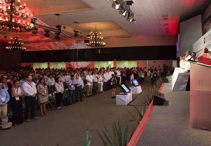 El Gobernador clausuró el XIII Encuentro Nacional de Microfinanzas realizado en el Centro de Convenciones Yucatán Siglo XXI. (Cortesía)