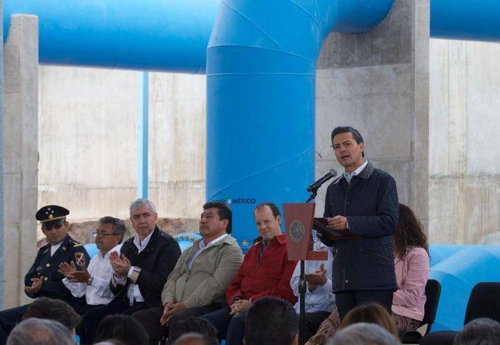 Peña Nieto entregó el acueducto El Realito en San Luis Potosí, de un tamaño equivalente al Sistema Cutzamala de la Ciudad de México. (Presidencia)