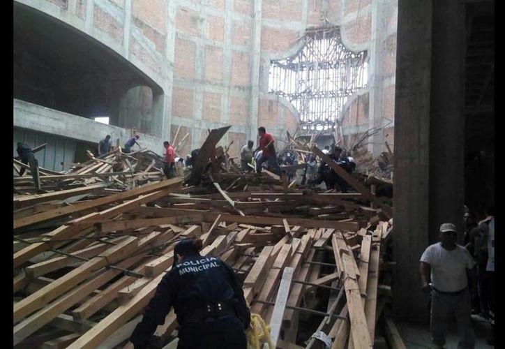 En las tareas de Protección Civil se solidarizaron elementos de la Cruz Roja y Bomberos de Cosamaloapan y Tierra Blanca. (twitter/@IglesiaMexico)