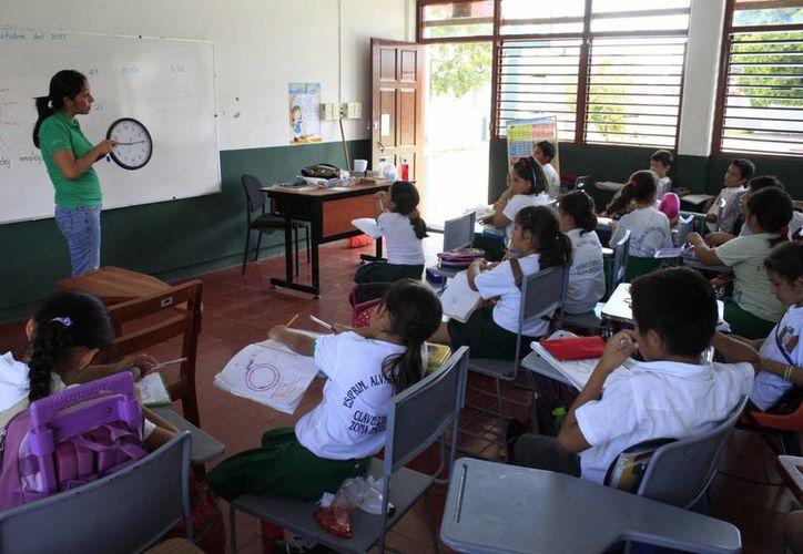 Legisladores de la Comisión de Educación, Ciencia y Tecnología tienen premura por saber sobre las plazas a maestros. (Benjamín Pat/SIPSE)
