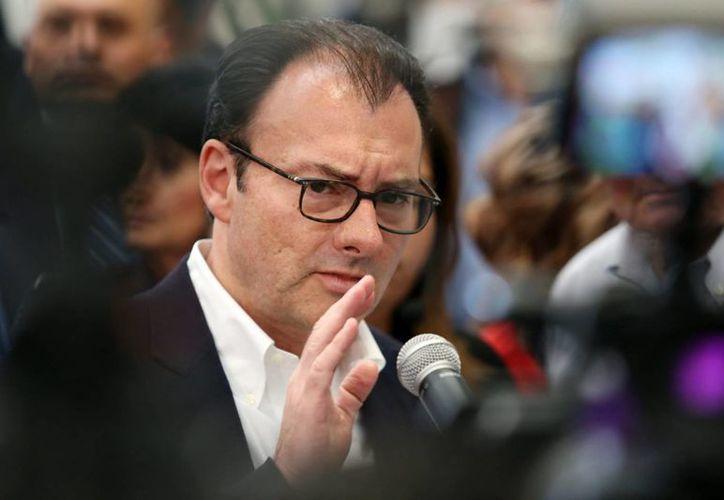 El secretario de Hacienda, Luis Videgaray, también anunció que la Comisión de Cambios suspende la venta de dólares inmediatamente. (Archivo/Notimex)