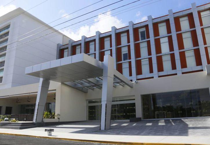 Aumenta el número de hospitales que pueden atender al turismo. (Israel Leal/SIPSE)