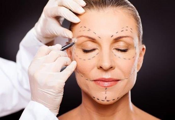 En 2013 se llevaron a cabo 50 mil 122 cirugías estéticas de fines cosméticos en Gran Bretaña. (hospitalcmq.com)