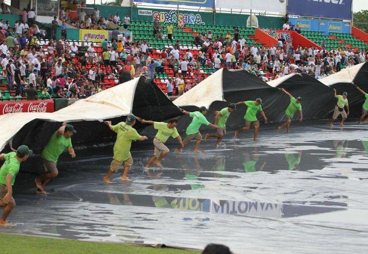 La lluvia orilló a suspender el segundo juego entre Leones y Toros; mañana domingo se jugará la doble cartelera. (Milenio Novedades)