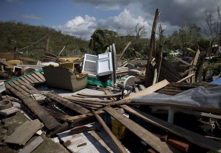 Peña Nieto dijo que una de las acciones inmediatas de apoyo a los afectados por 'Patricia' será la de reconstrucción de viviendas. (AP)