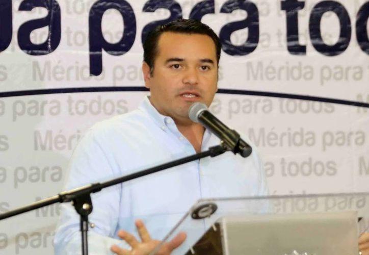 Renán Barrera Concha señala que tiene el respaldo social. (Milenio Novedades)