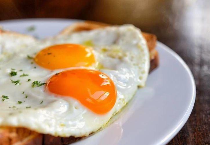 Publicaciones médicas desmitifican los efectos dañinos del huevo. (placeralplato.com)