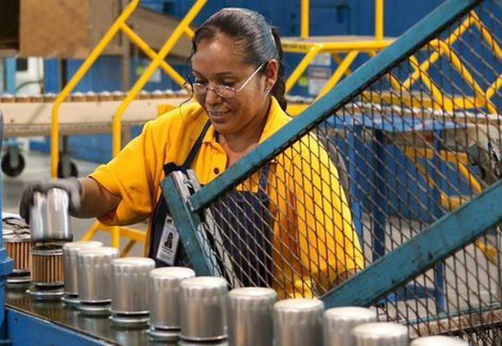 Los mexicanos trabajan 43 horas por semana. (Milenio)