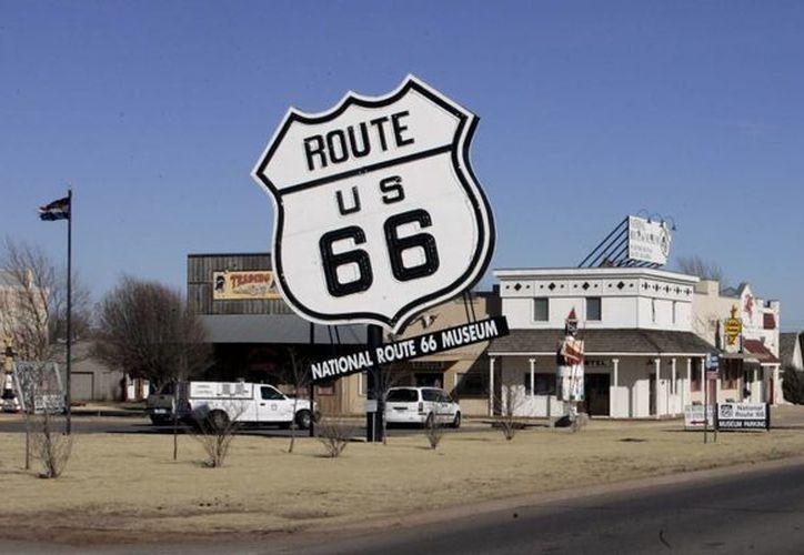 La Ruta 66 es un mítico camino que inspiró legendarias canciones del rock que pasa desde  Chicago (Illinois), a través Misuri, Kansas, Oklahoma, Texas, Nuevo México, Arizona y California, hasta finalizar en Los Angeles. (Agencias)