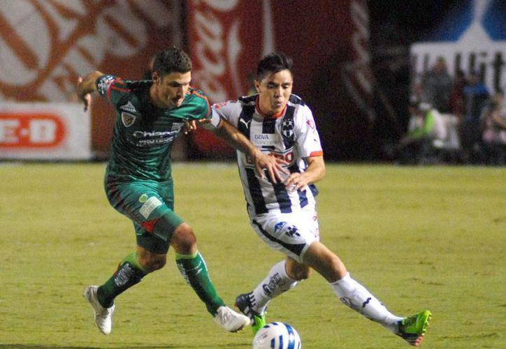 Jaguares de Chiapas dio una muestra de cómo levantarse: falló un penal y luego recibió un gol en contra. Sin embargo, se recuperó y sacó los 3 puntos de Monterrey: derrotó 2-1 a Rayados (NTX)