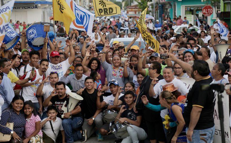 Durante su gobierno municipal, Cristina  benefició a más de 300 mujeres con créditos a la palabra.