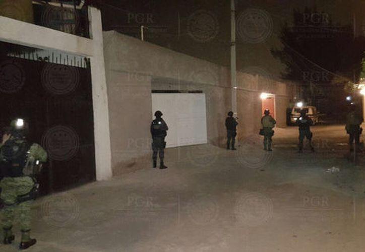 Los detenidos, junto con lo asegurado, fueron trasladados a las instalaciones del Agente del Ministerio Público de la Federación. (PGR).
