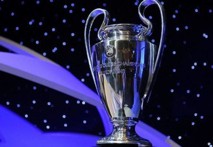 Los partidos de la Liga de Campeones de Europa (Champions) ya no comenzarían a las 13:45 sino a las 12:00 y 14:00 horas. En la foto, la 'Orejona', que se entrega al ganador del torneo.  (Foto especial tomada de record.com.mx)