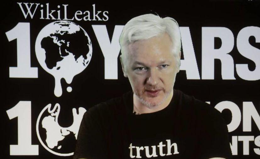 Julian Assange lleva más de cuatro años refugiado en la embajada de Ecuado en Londres, Inglaterra. (AP/Markus Schreiber)
