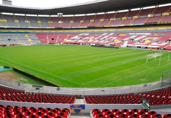 El Estadio Jalisco lució vacío durante el fin de semana, al suspenderse los partidos. (Récord)