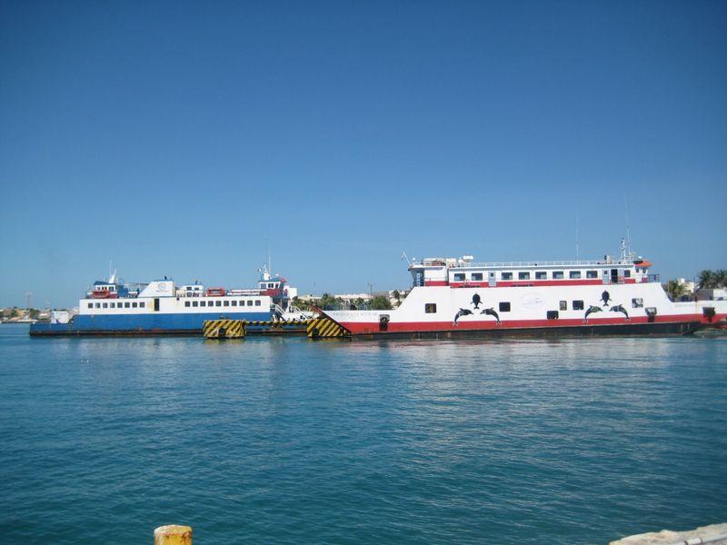 Anuncian suspensión de la primera travesía de los transbordadores, tanto de Isla Mujeres como Punta Sam. (Lanrry Parra/SIPSE)