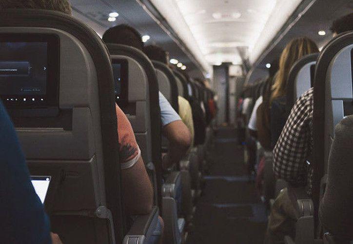 Las aerolíneas que vuelan a EE.UU. desde ciertos países del Oriente Medio y África deben exigir a los pasajeros que facturen casi todos los dispositivos. (Pexels).