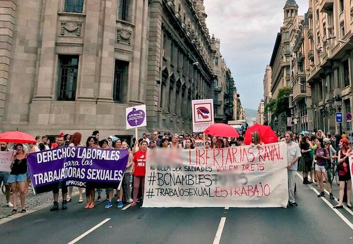 En España no hay sanción para los que ofrecen servicios sexuales pagados, mientras no lo hagan en espacios públicos. (Internet)